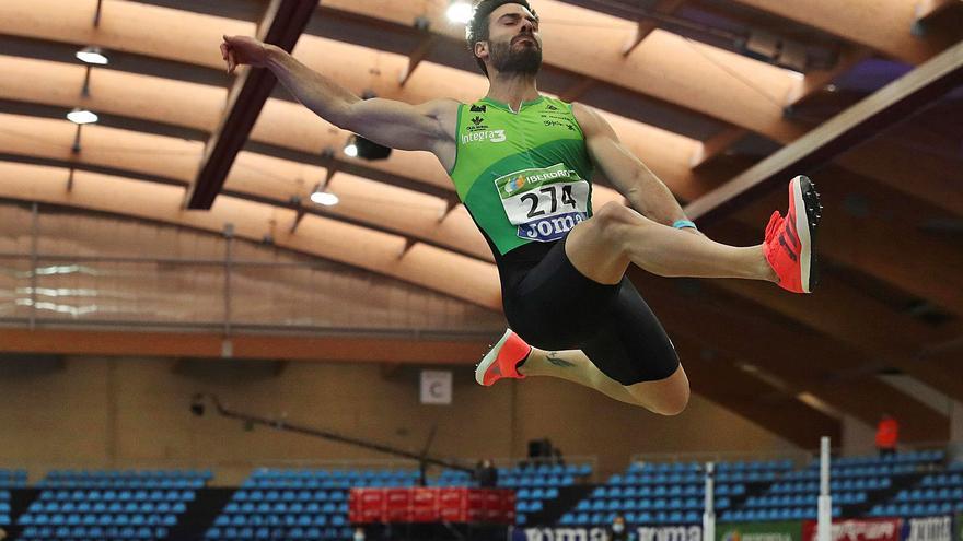 Atletismo: El saltador Javier Cobián gana la plata para Asturias en el Campeonato de España de pista cubierta