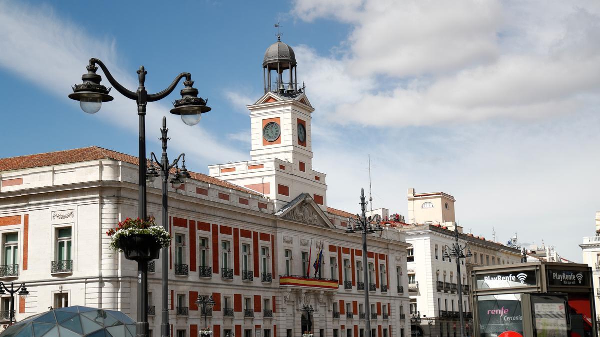 Edificio de la Real Casa de Correos, en el que actualmente se encuentran las oficinas del gobierno de la Comunidad de Madrid, en la Plaza del Sol.