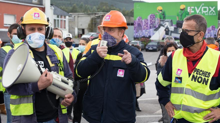 """El comité de Alcoa carga contra el Gobierno por dejar """"en manos de los trabajadores"""" el futuro de la planta"""