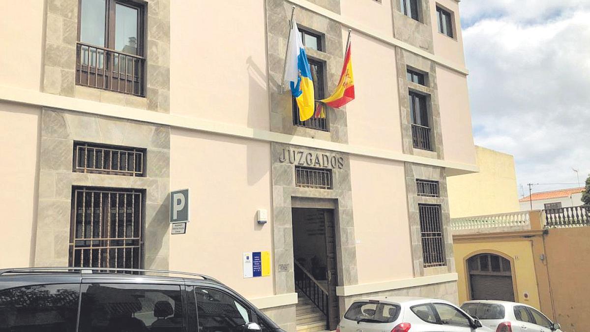Juzgados de La Orotava, donde ayer pasó a disposición judicial el detenido por la fabricación y colocación del explosivo en La Matanza.