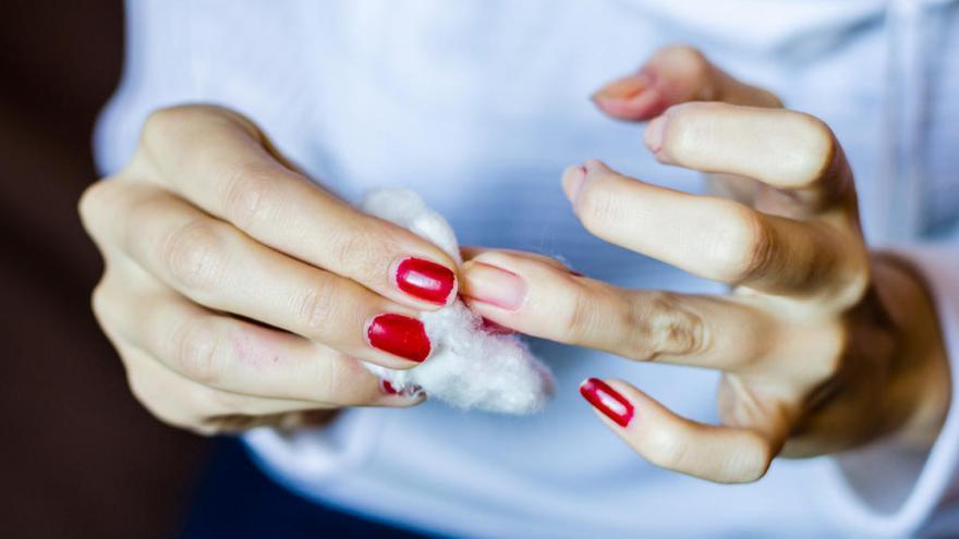 Cómo retirar el esmalte semipermanente en casa