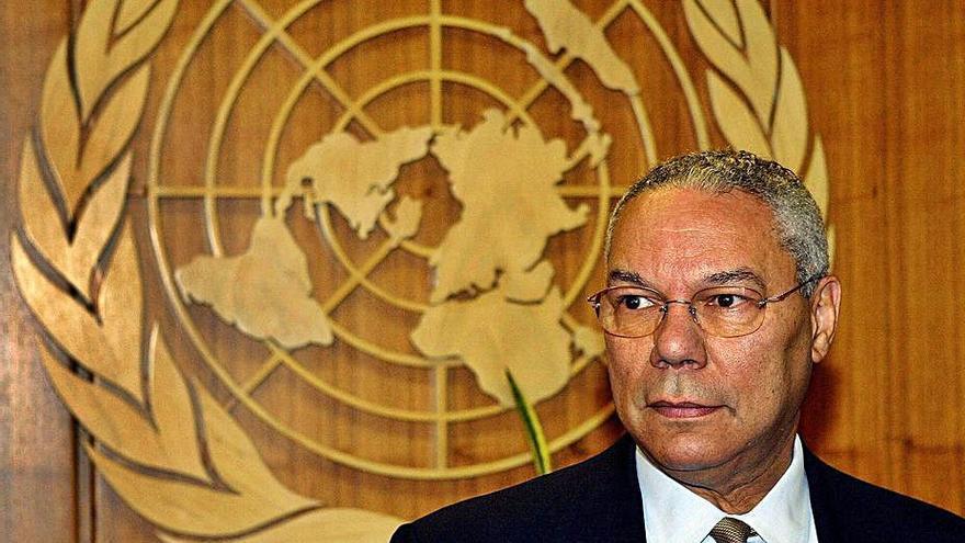 Mor Colin Powell, l'home que va «mostrar» les armes de destrucció massiva de l'Iraq