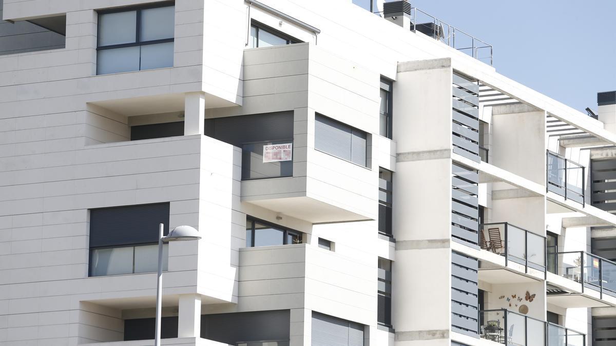 Un cartel de venta de una vivienda.