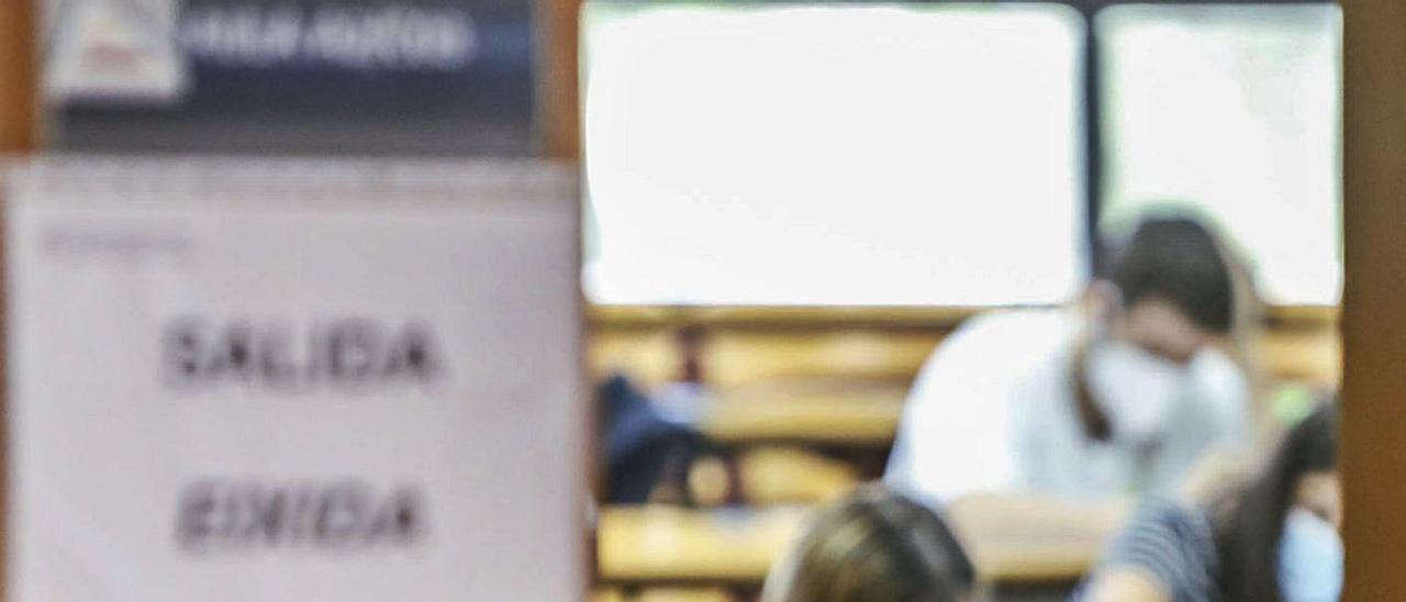 La Universidad regula de forma permanente las pruebas que se tengan que hacer online. | PILAR CORTÉS