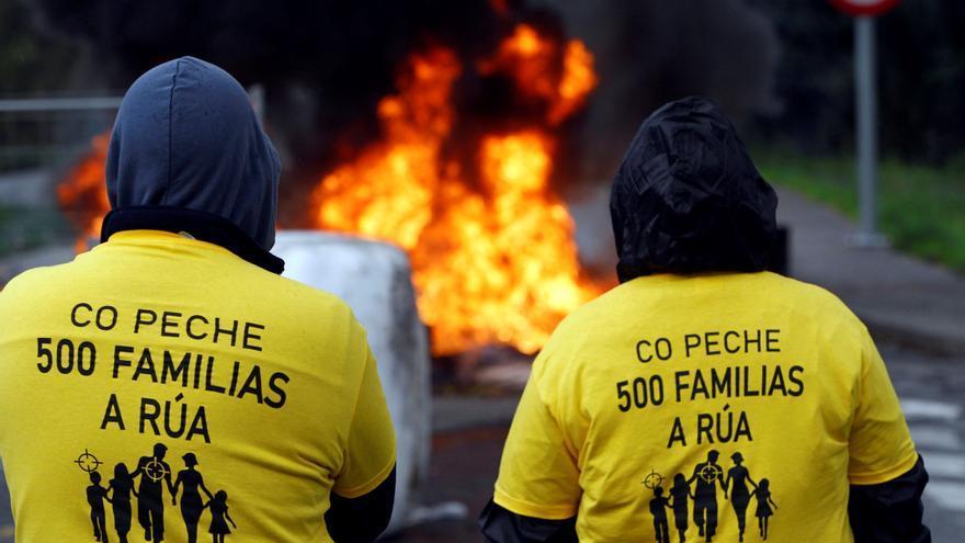 Barricadas en el inicio de la huelga en Siemens-Gamesa As Somozas
