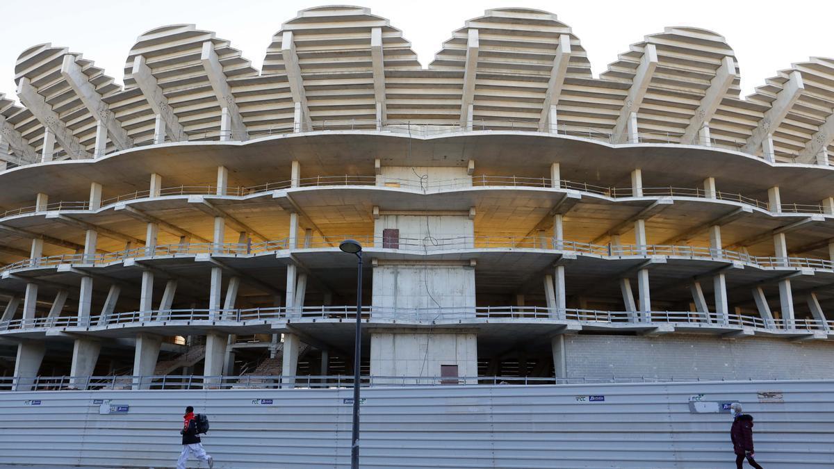 Las obras del nuevo estadio siguen inacabadas hace 12 años.