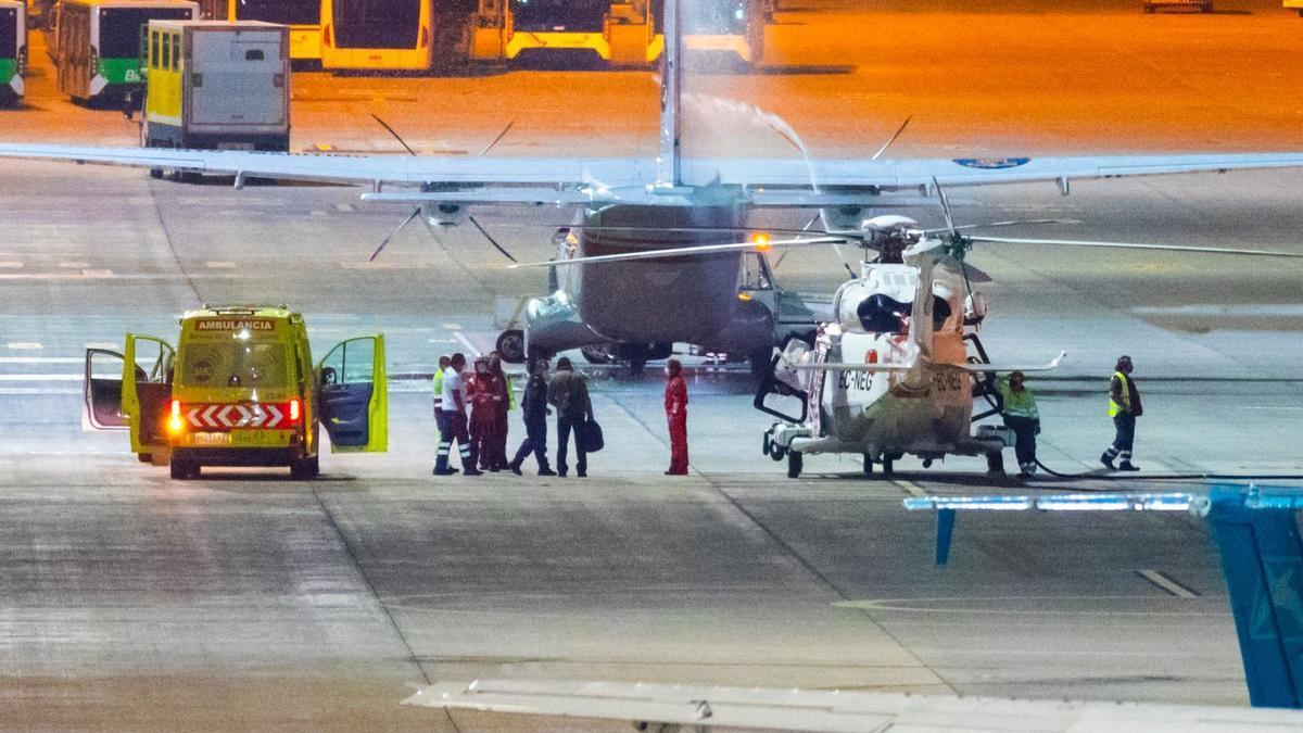 Efectivos de emergencias trasladan al capitán del buque nuclear ruso averiado a aguas próximas a Canarias al hospital Doctor Negrín. / Borán Suárez