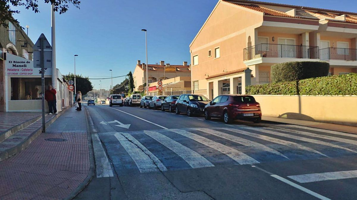 Una de las avenidas principales de Gran Alacant próxima a viviendas afectadas por el robo.