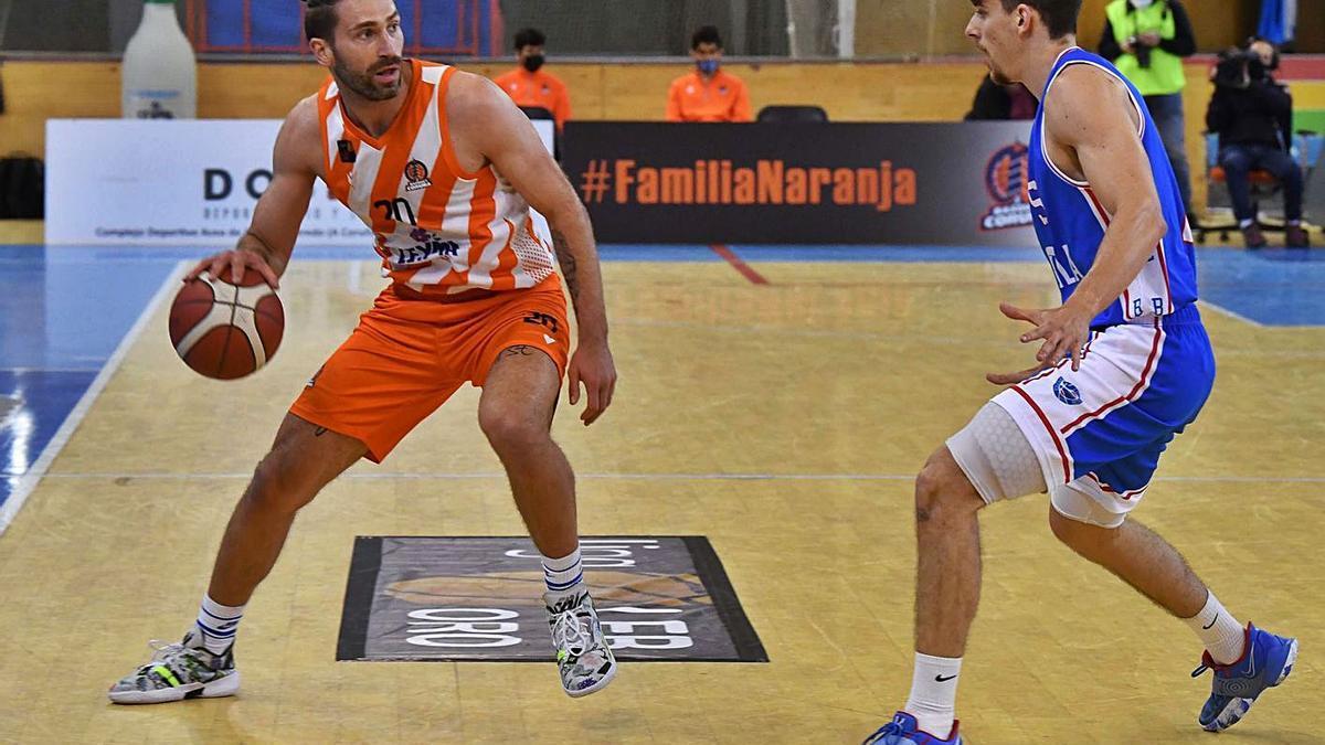 Osvaldas Matulionis, en el partido contra el Alicante. |  // VÍCTOR ECHAVE