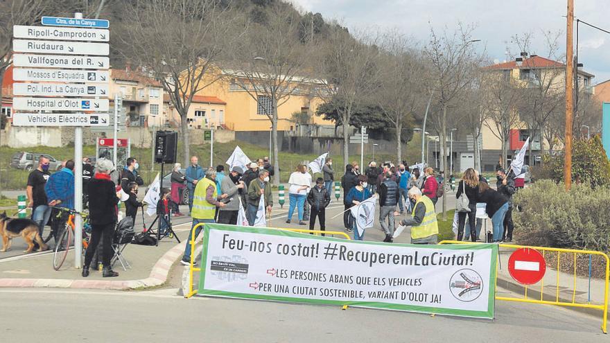 Veïns d'Olot tornen a exigir a l'administració la construcció de la variant