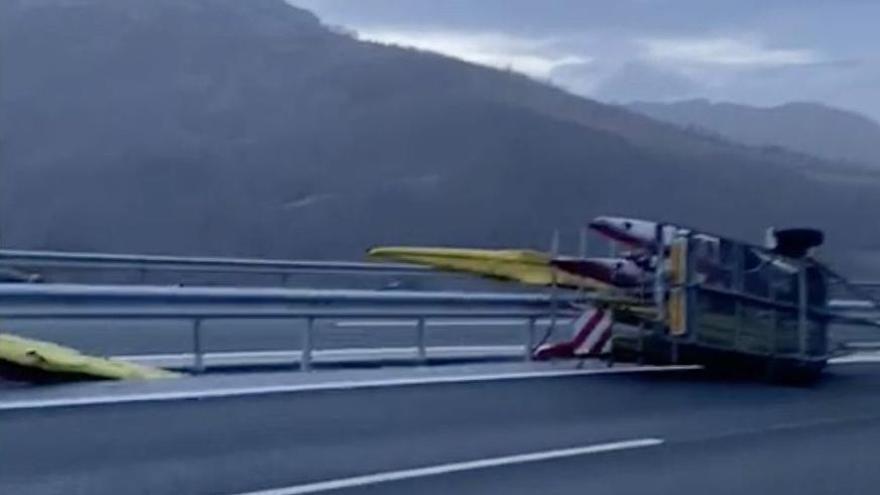 Piragüistas gallegos salen ilesos de un accidente de tráfico en Asturias