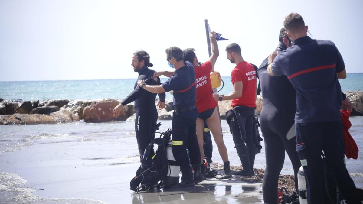 El SPEIS valora dejar de buscar al nadador del Postiguet por falta de indicios