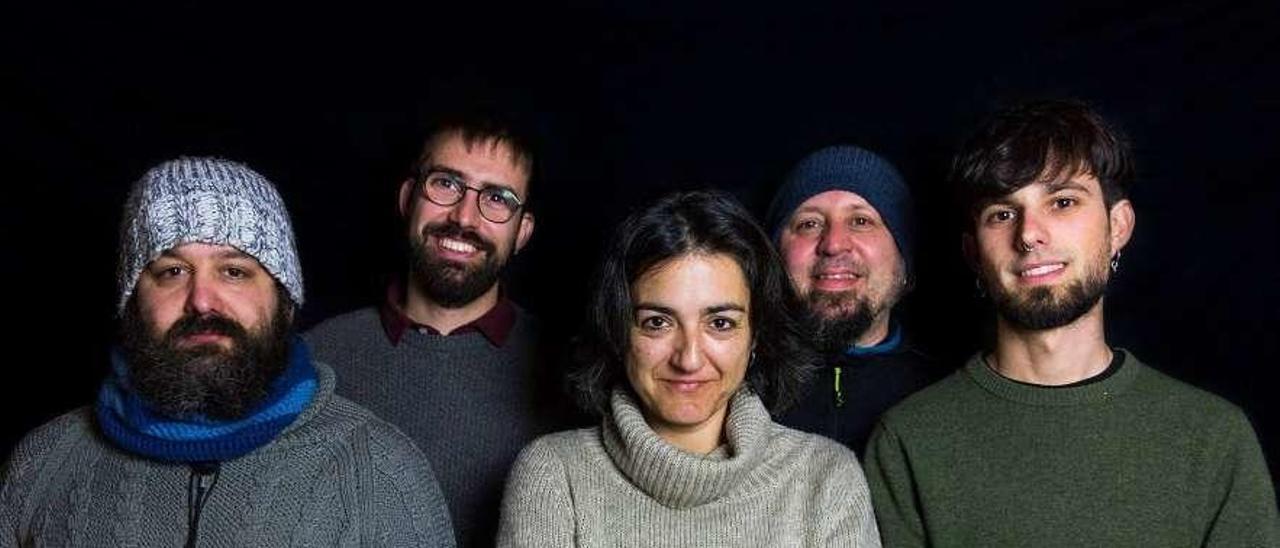 """Pepín de Muñalén, Miguel Rodríguez Monteavaro, Marga Lorences, Ruma Barbero y Andrés Rodríguez Monteavaro: """"Caldo y Os Rabizos""""."""