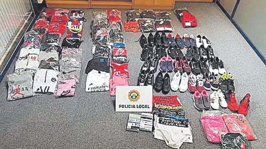 La Policía de Tavernes confisca un centenar de prendas falsificadas
