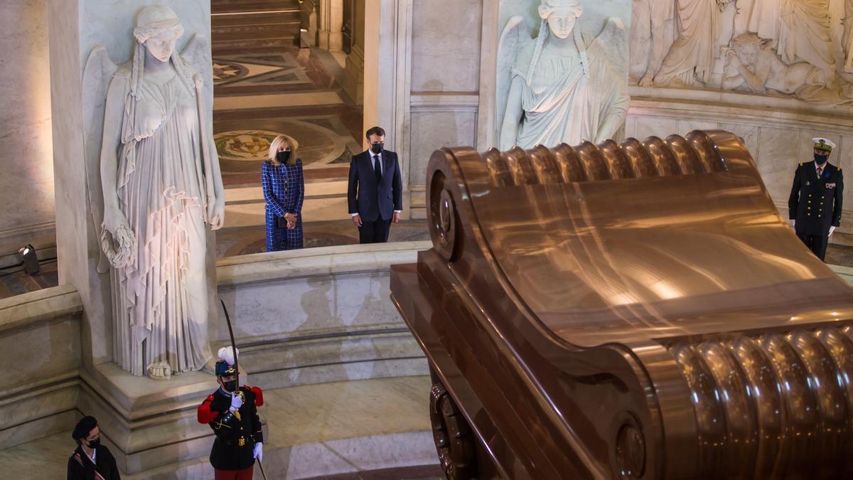 Macron asume la herencia de Napoleón en medio de la polémica sobre su figura.