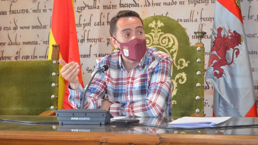 """El alcalde de Benavente lamenta que """"el PP no está con los ciudadanos"""", en la reclamación por el cierre del interior de los bares"""
