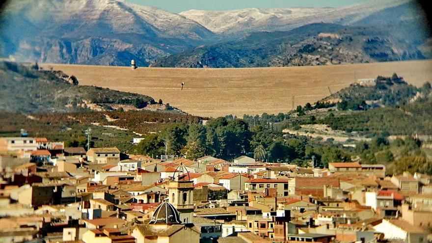 La nieve que deja el temporal de frío rodea la Ribera