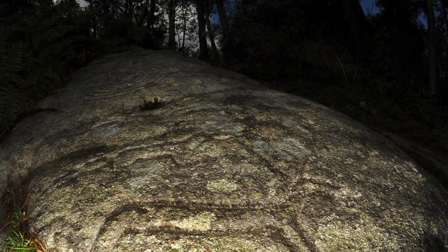 Los arqueólogos abogan por buscar más petroglifos enterrados en Outeiro do Cribo