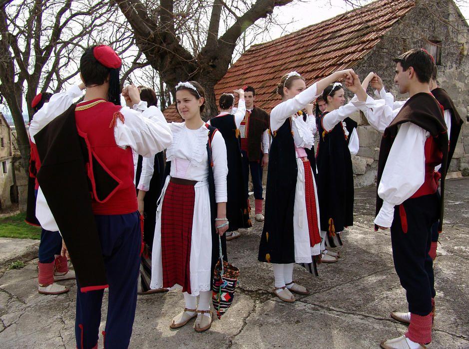 Croacia - El Nijemo Kolo, danza silenciosa del interior de Dalmacia.