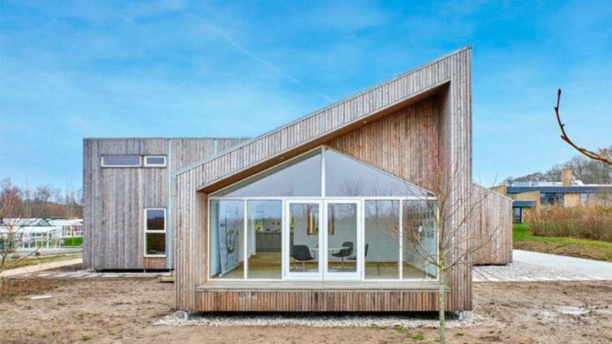 La primera casa del mundo construida a base de desechos