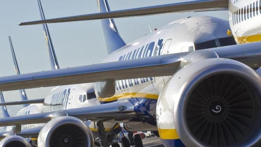 Ryanair cierra sus bases en Canarias y despide a 204 pilotos y tripulantes
