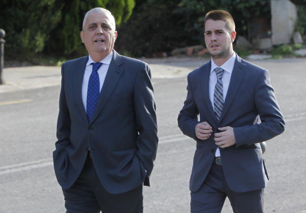 El exconcejal, Vicente Aleixandre acompañado de su hijo Ignacio
