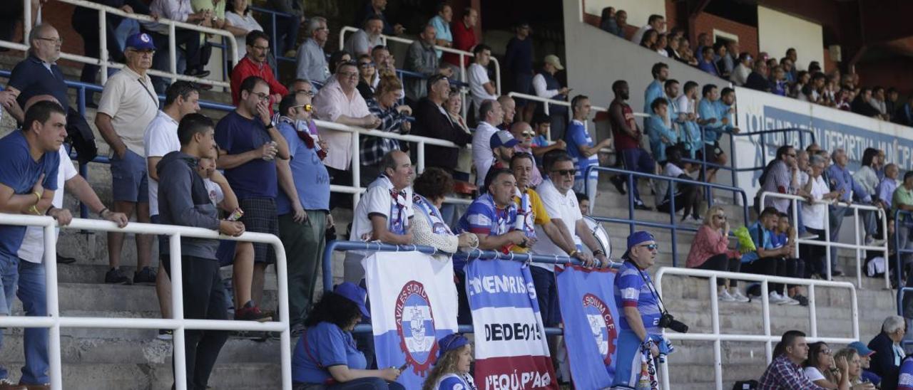 Público durante un partido de Regional Preferente en Avilés