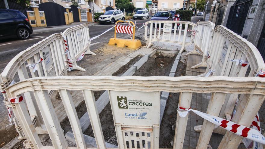 Urgen una solución a los continuos cortes de agua en Cáceres: «Cada mes hay una avería»
