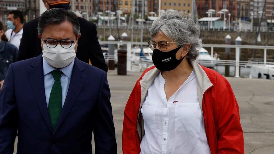 """La Alcaldesa, al Puerto: """"De El Musel ha caído carbón al mar, que no caiga más"""""""