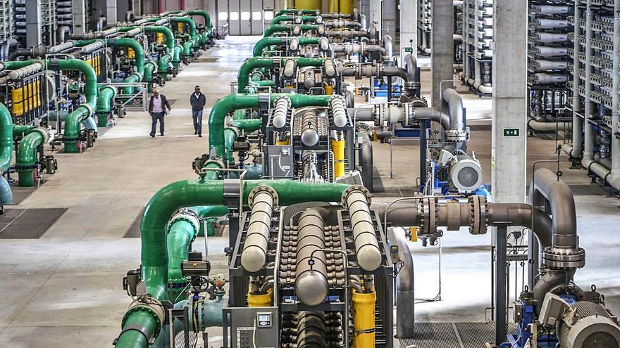 El Consell plantea construir una central solar para rebajar el coste de la desalación de la planta de Torrevieja