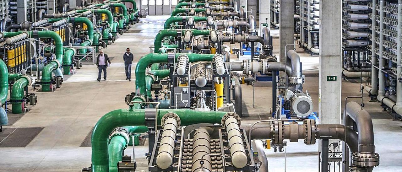 Desalinizadora de Torrevieja, la  más grande de Europa con una producción de 80 hectómetros.