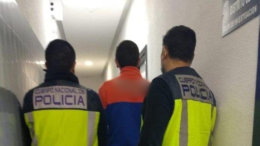 Detenido un empleado de una empresa de reparto de Alicante por robar paquetes