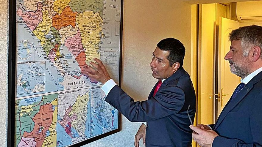 El embajador de Nicaragua propone un hermanamiento a Manuel Cuiña