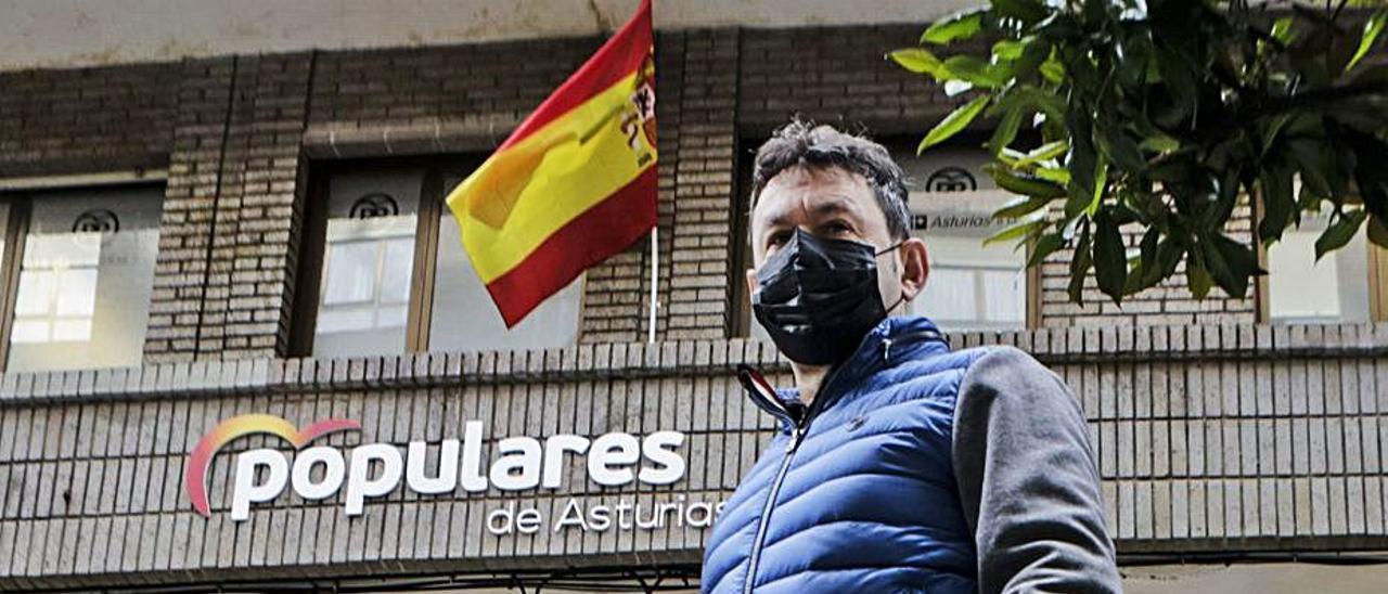 Juan Antonio del Peño, ayer, tras darse de baja en el PP. | Julián Rus