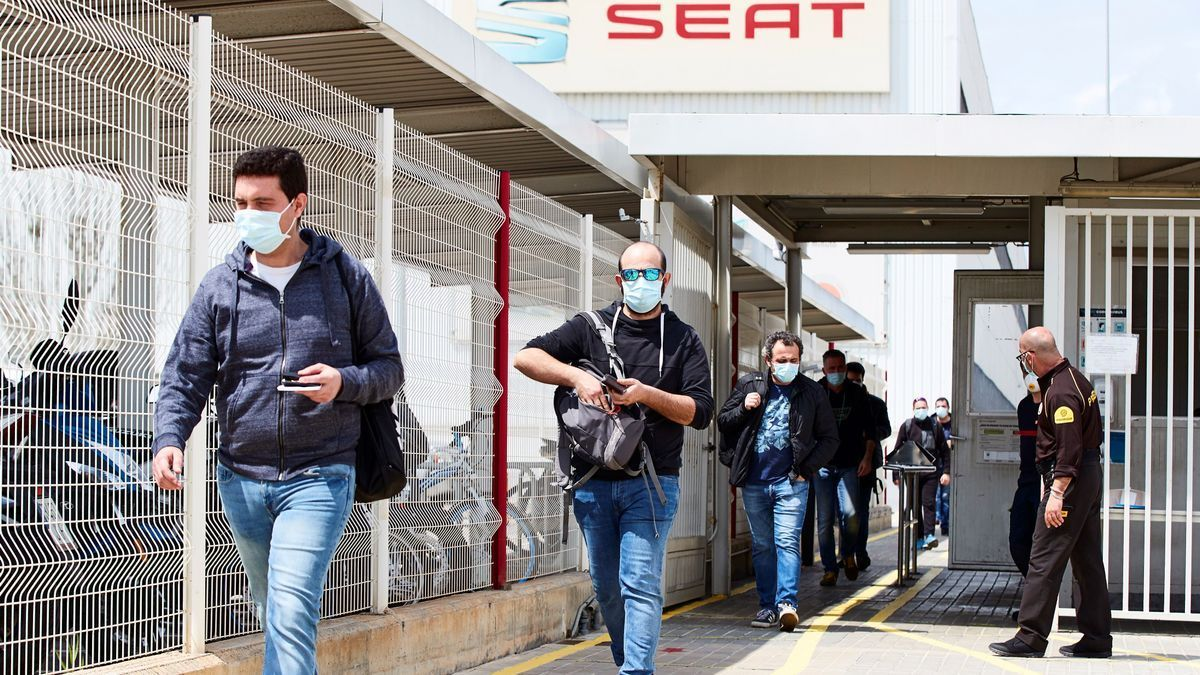 Trabajadores de Seat, a la salida del trabajo.