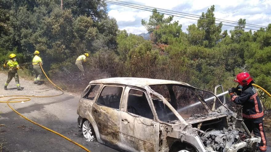 El incendio de una autocaravana en plena autopista provoca retenciones en Alcalà