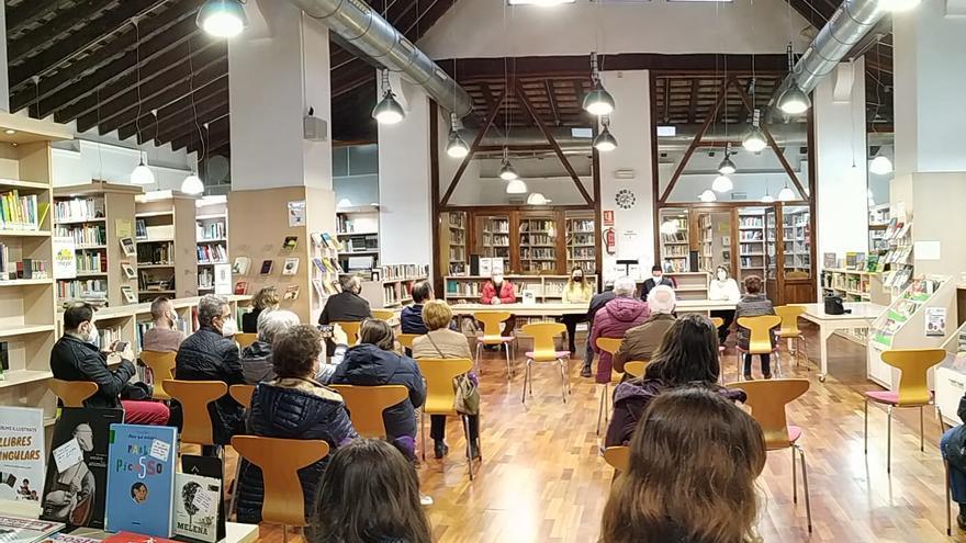 """Llíria recupera la """"memoria de sus fiestas"""" en un libro sobre el milagro del agua de Sant Vicent"""