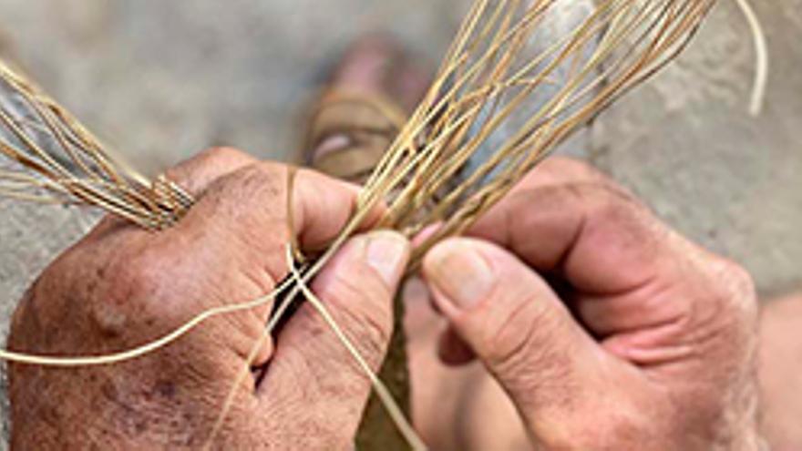 Visita a Dalt Vila i taller d'artesania amb espart