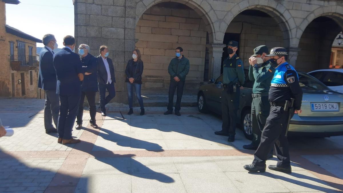 El delegado de Gobierno de Castilla y León, a su llegada a Puebla de Sanabria
