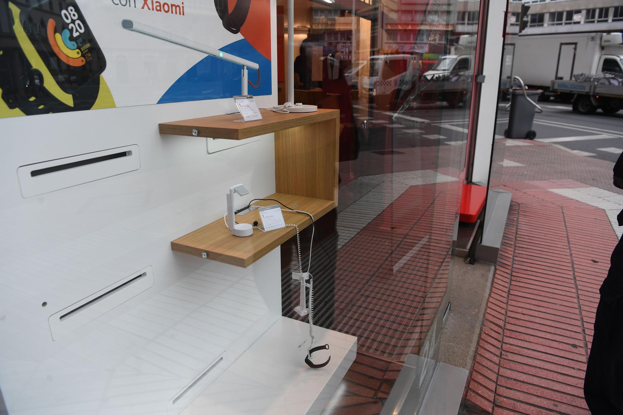 Asaltan de madrugada la tienda de Vodafone en la plaza de Pontevedra