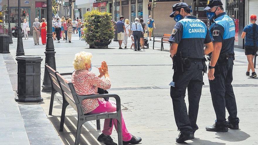 La Policía Local pone 2.000 multas cada mes por no llevar mascarilla