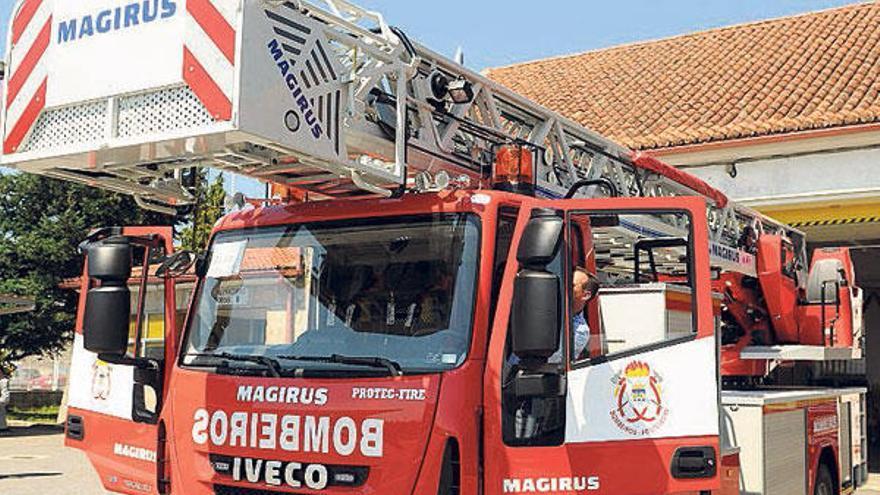 Un nuevo vehículo de los Bomberos permite  realizar rescates en edificios de 13 pisos