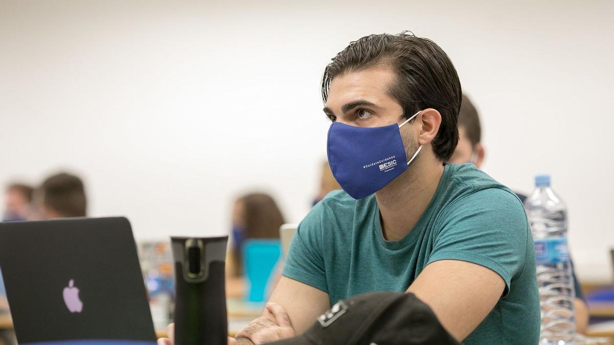 Un estudiante de la ESIC Business & Marketing School.