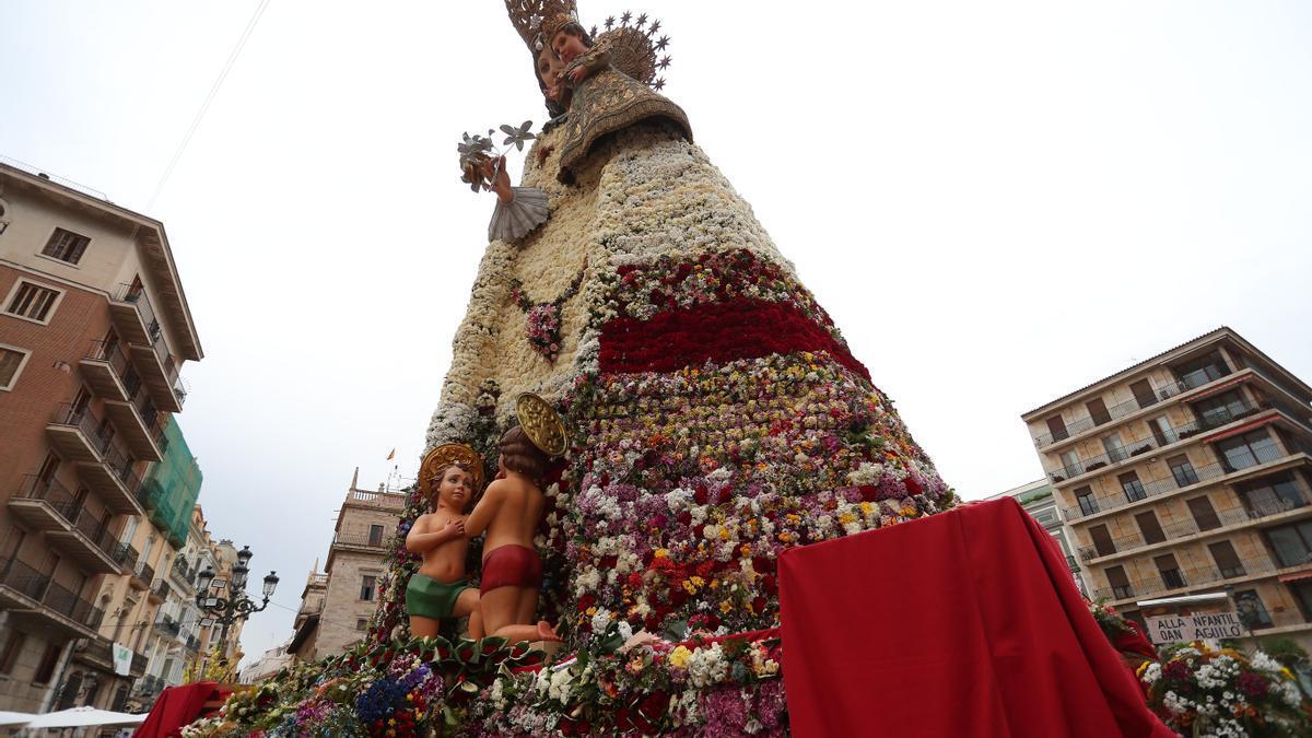 Hasta cuándo estará la Mare de Déu en la plaza de la Virgen de València.