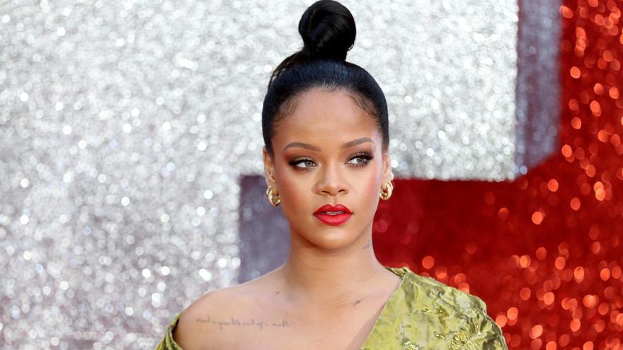 Rihanna pide perdón por usar un texto sagrado islámico en su desfile de lencería