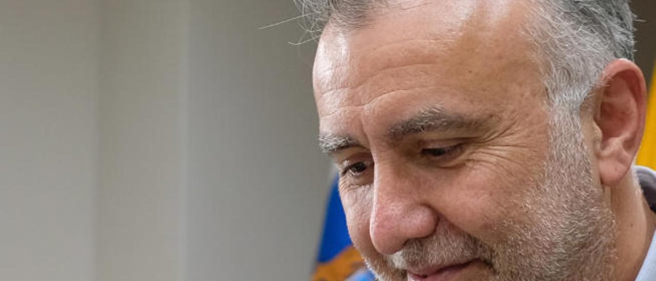 Ángel Víctor Torres, durante la entrevista.