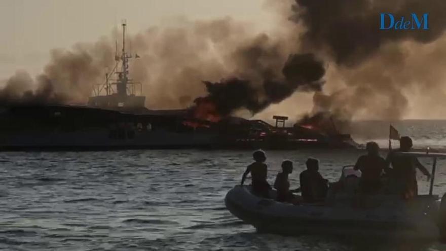 Wrack der ausgebrannten Yacht vor Es Trenc gesunken