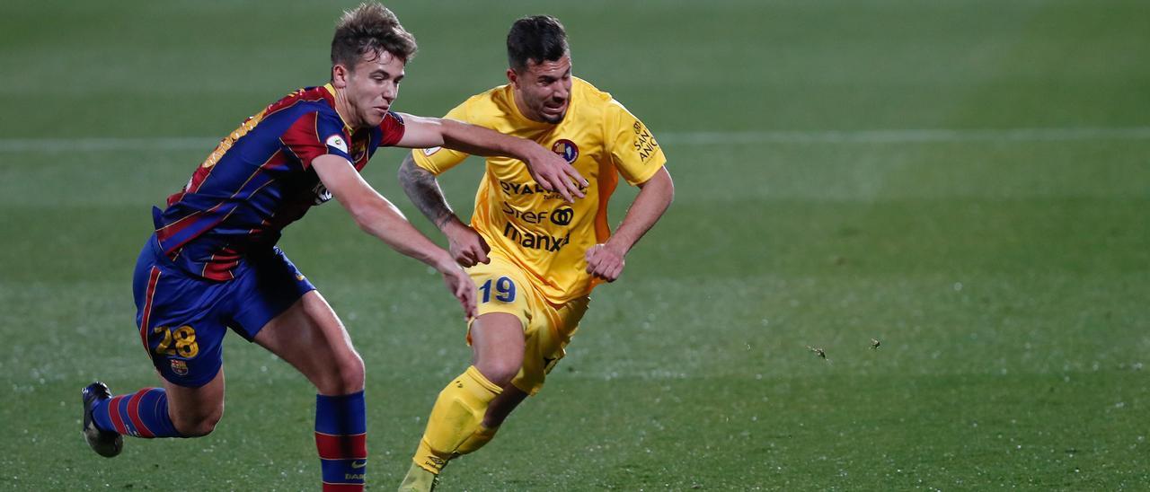 Kilian Grant, a al derecha, durante un partido contra el filial del Barcelona