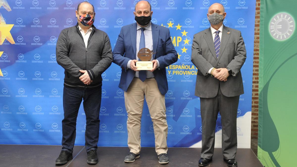 Entrega del premio de la FEMP al alcalde de Posadas