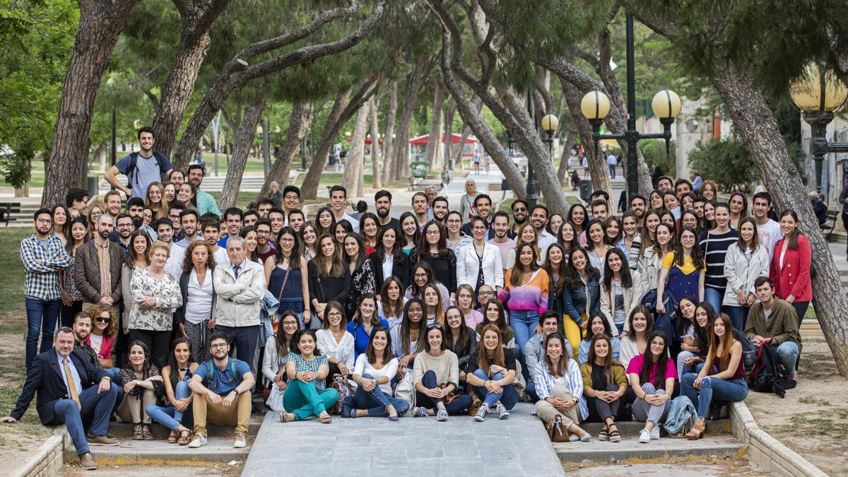 Fotografía de archivo con los  MIR de 2019 en el acto de bienvenido del Colegio de Médicos de Zaragoza.